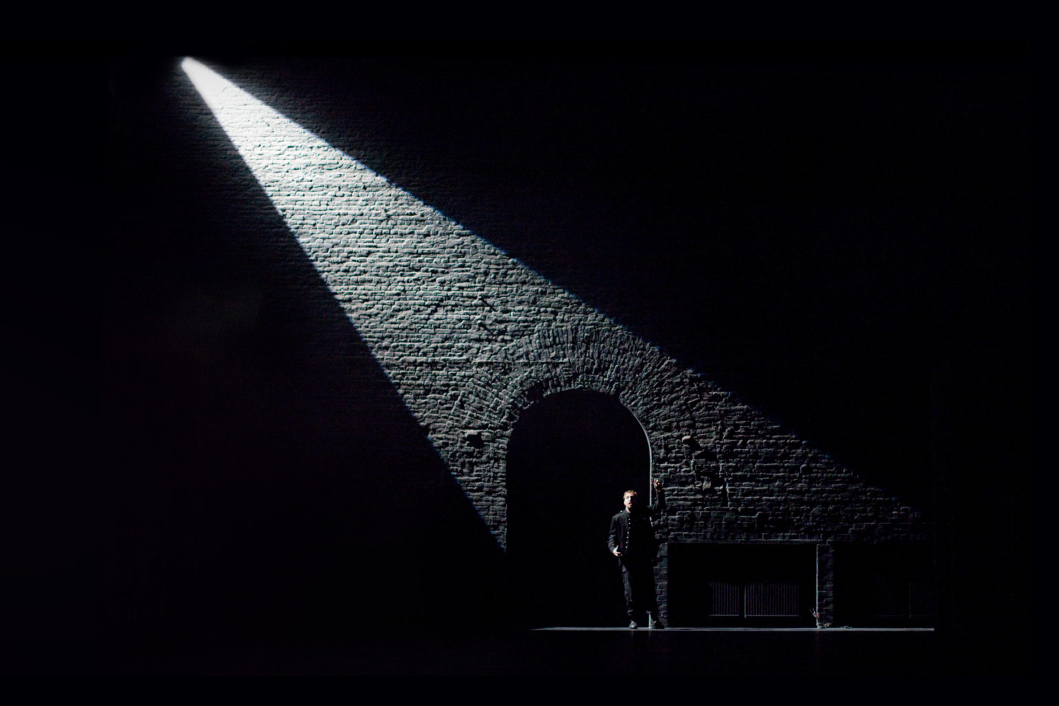 Photo gallery of sets and costumes designed by Nick Ormerod for Cheek by Jowl productions